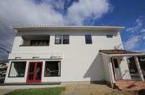 三重県松阪市にある片流れ屋根の美容室併用住宅。