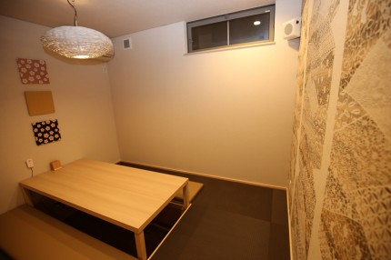 二階にも一階と同様に掘りコタツの客席。