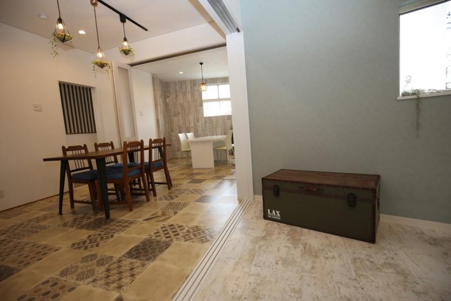 二階の三部屋は建具を全開にしてひとつ続きの空間としても使える。