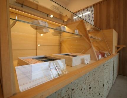店舗改装 オリジナルショーケース ナチュラル ナカムラ屋 三重県松阪市 APOA