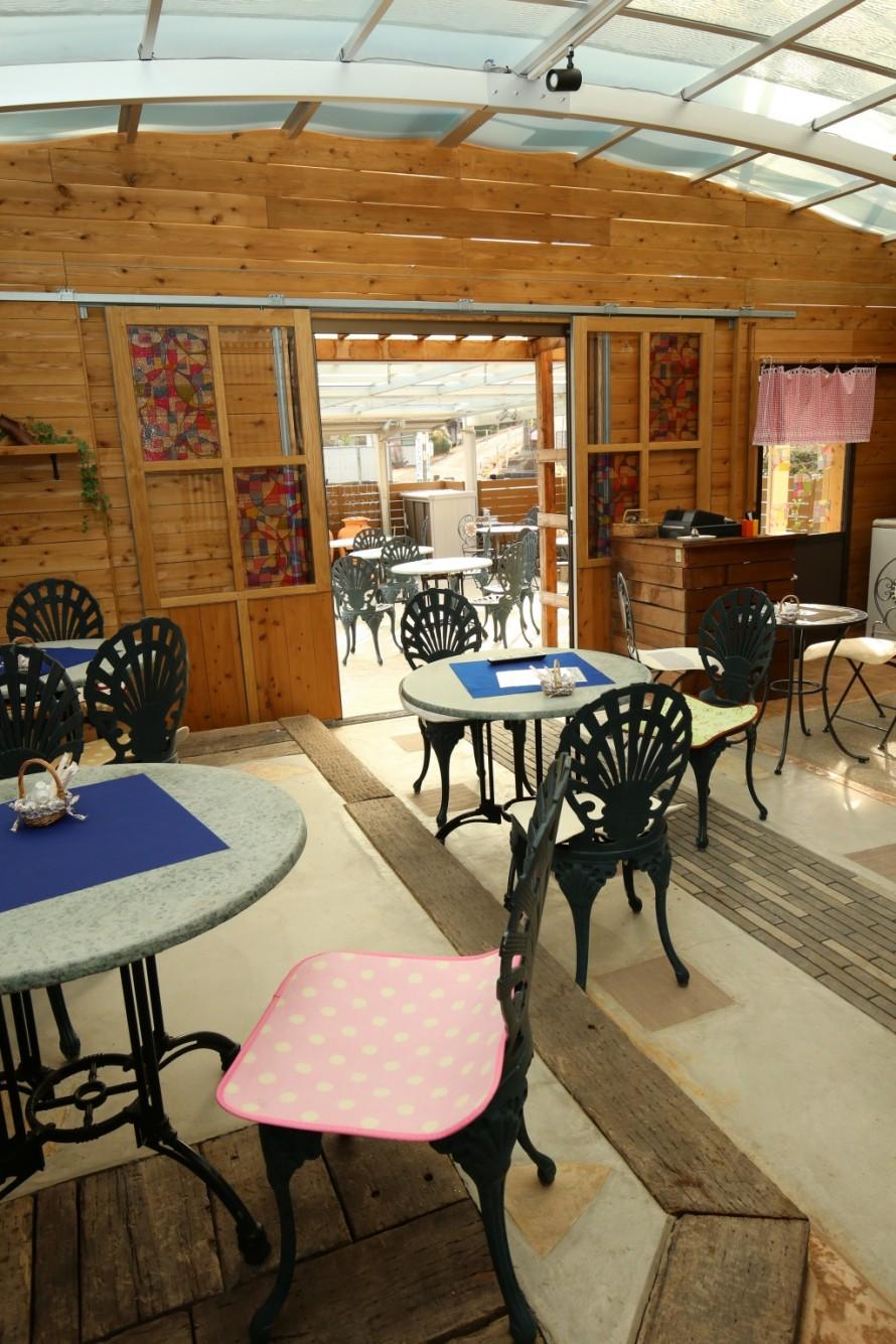 カフェ室内