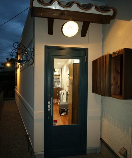 美容室「PLUME」様、夜のエントランス