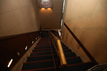 Darts&Dinning Bar Fixのエントランスの階段